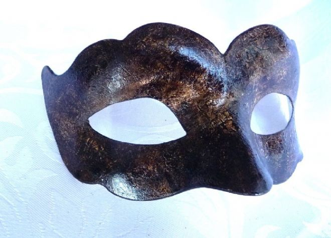 Genuine Venetian Exclusive Crackle Half Mask Leather Look
